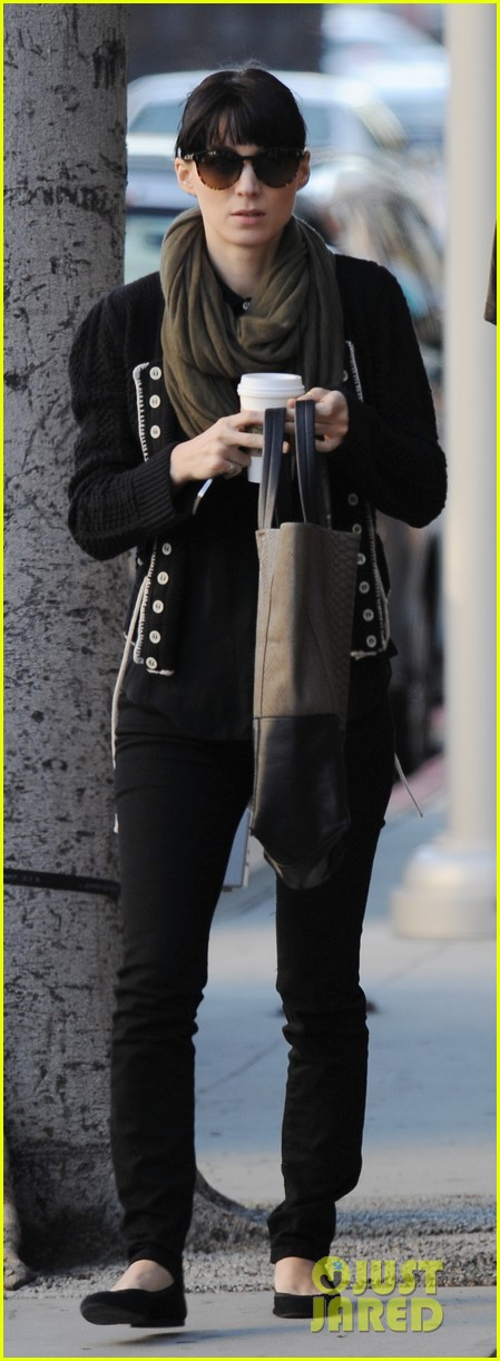 rooney mara charlie mcdowell starbucks 03