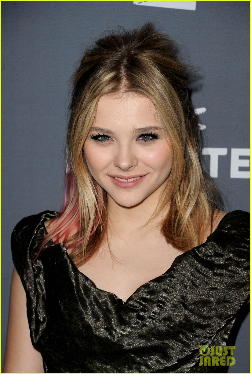 chloe moretz costume designers guild awards 10