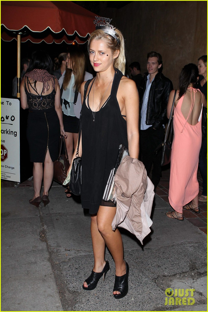 teresa palmer celebrates 26 birthday with rumer willis 102633087