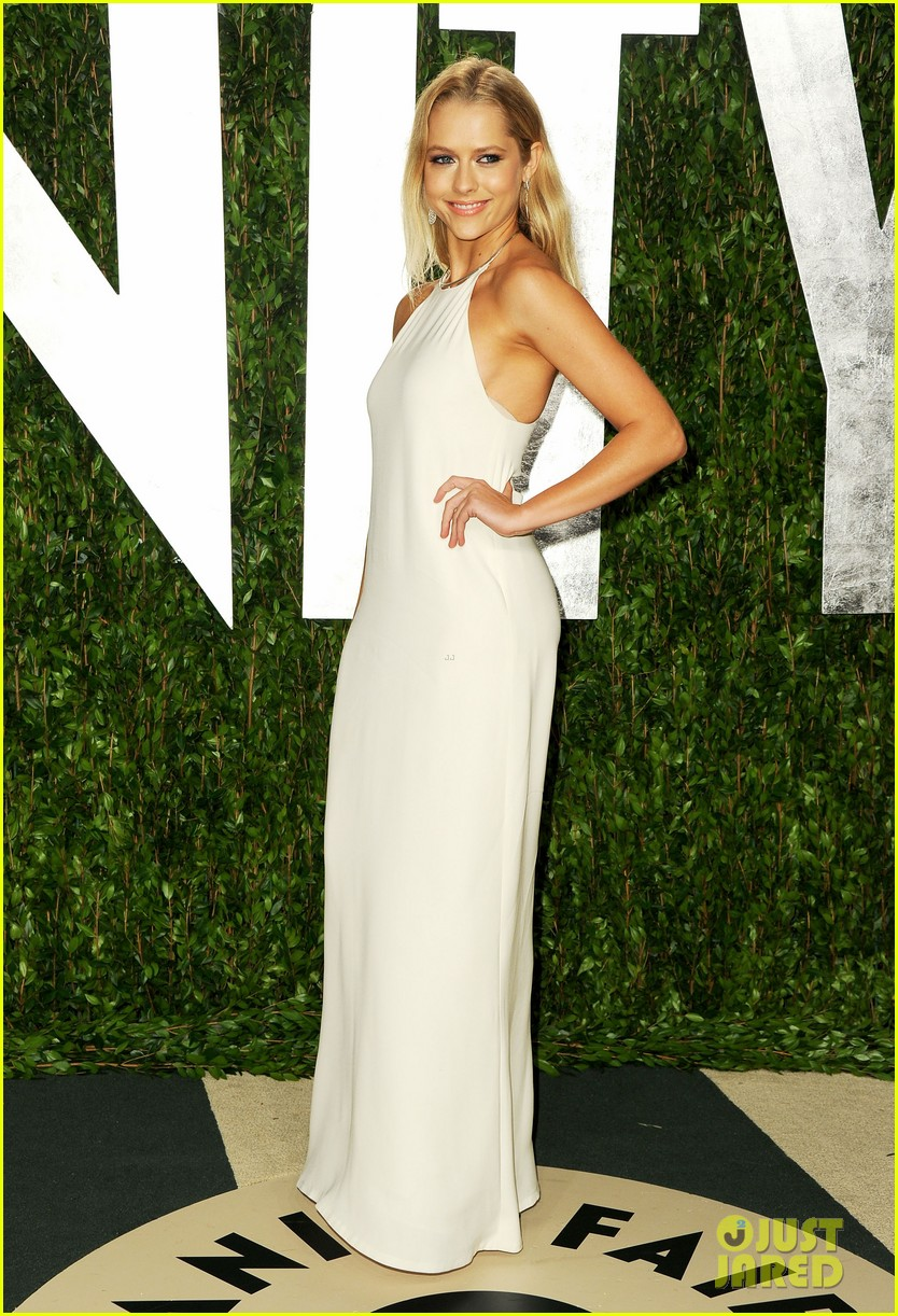 teresa palmer vanity fair oscar party 102634075