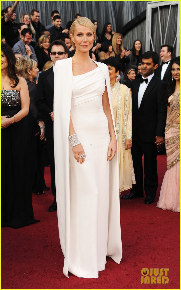 gwyneth paltrow oscars 2012 red carpet 012633553