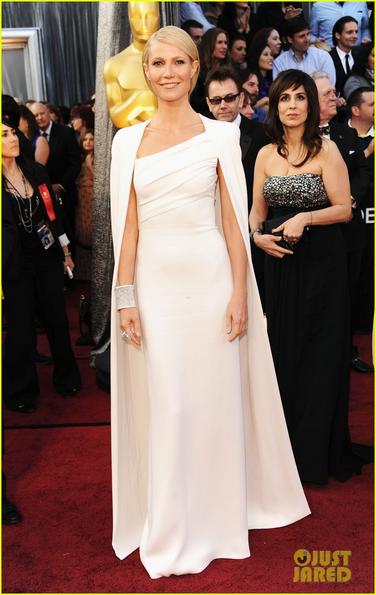 gwyneth paltrow oscars 2012 red carpet 022633554