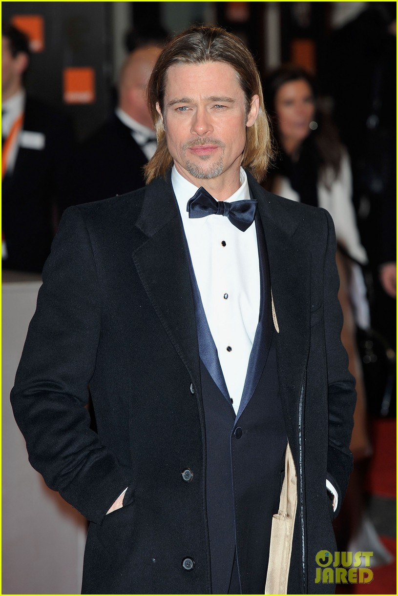 brad pitt 2012 baftas red carpet 03