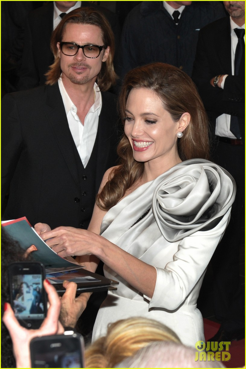 angelina jolie brad pitt blood honey paris premiere 12