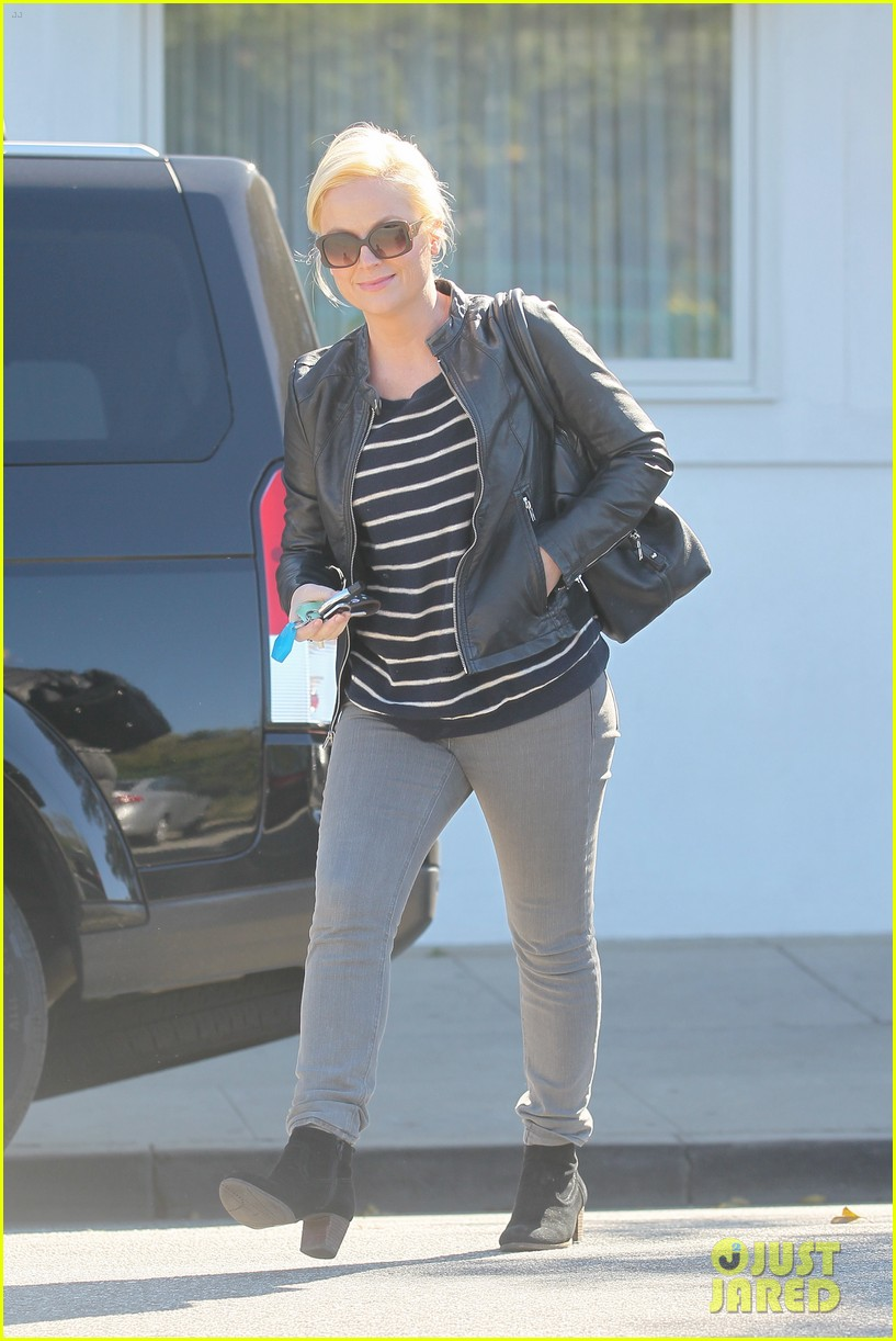 amy poehler leaving salon 022626634
