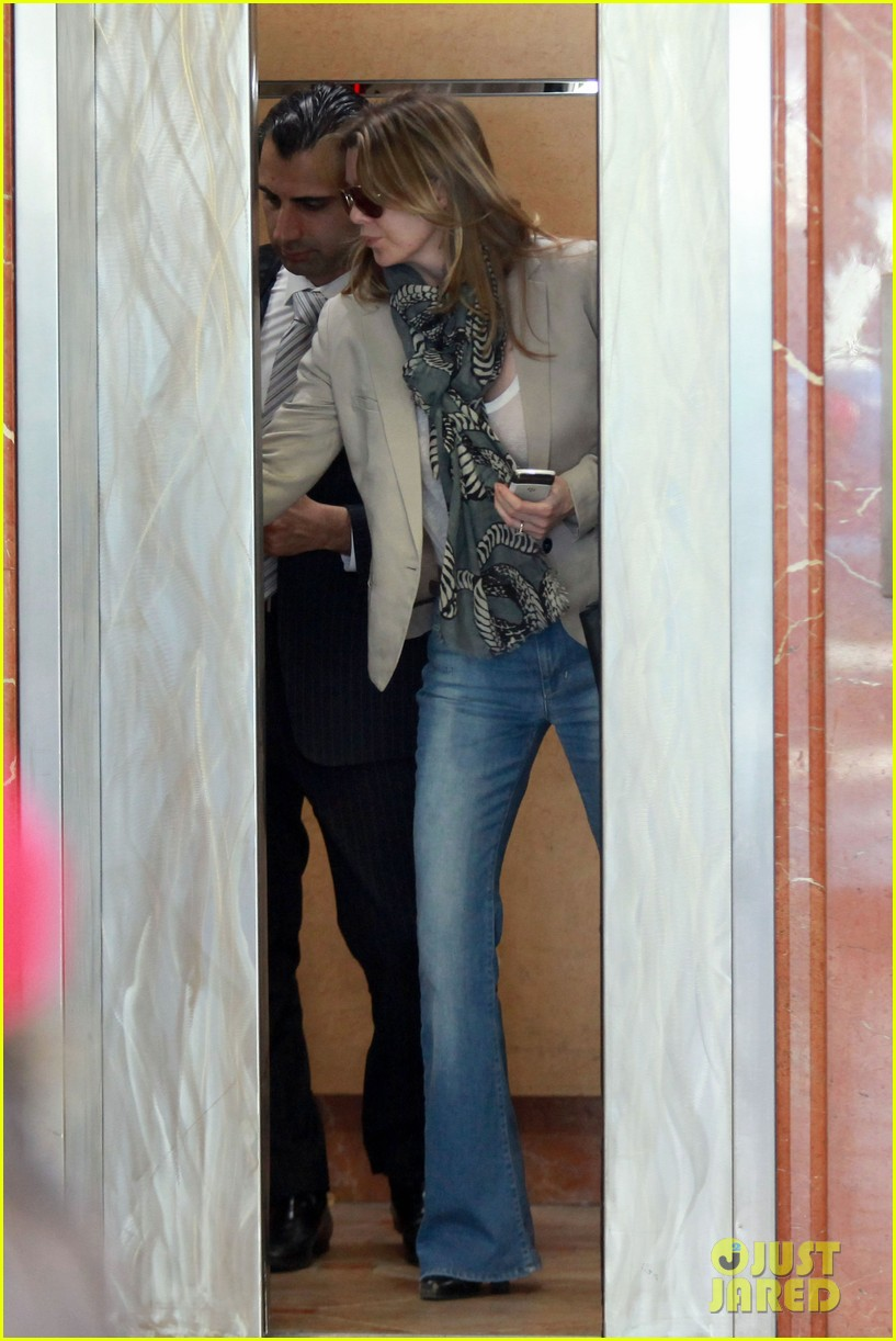ellen pompeo office visit 012627071