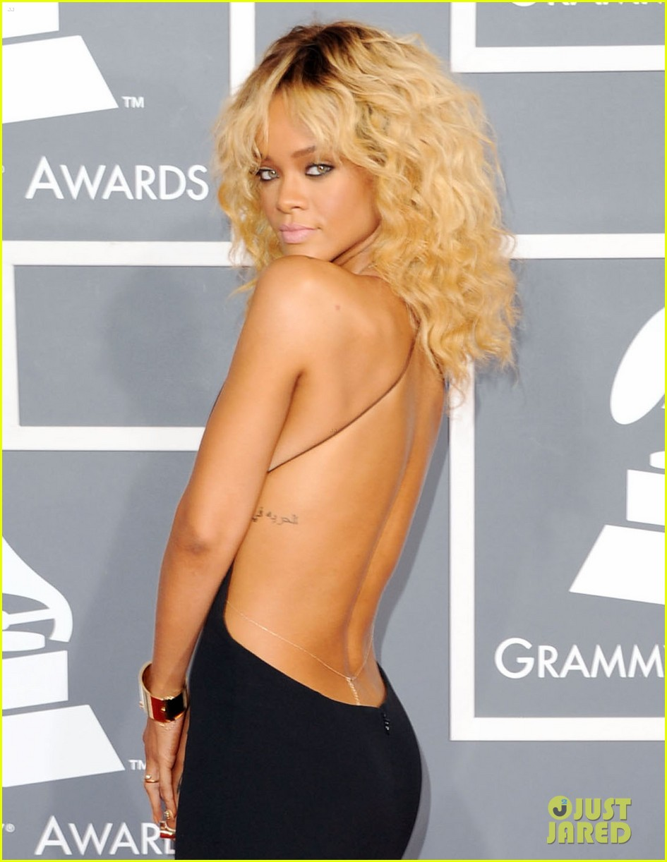 rihanna grammy awards 2012 01