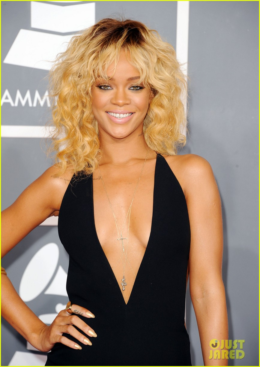 rihanna grammy awards 2012 032628247