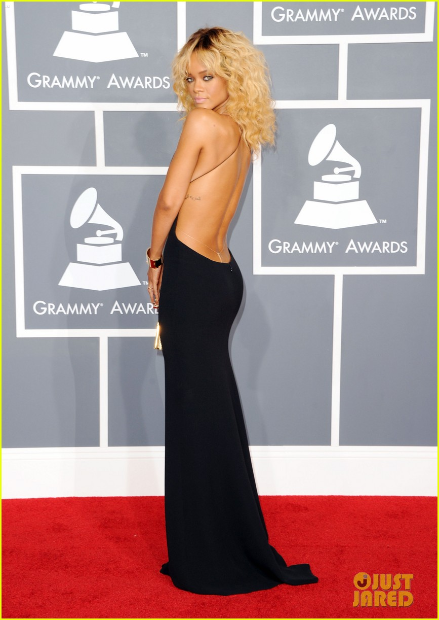 rihanna grammy awards 2012 072628251