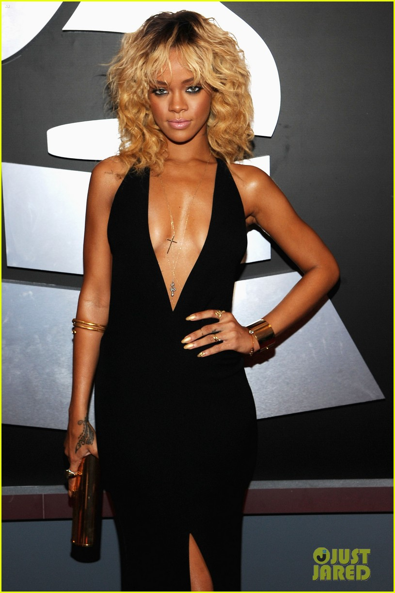 rihanna grammy awards 2012 092628253