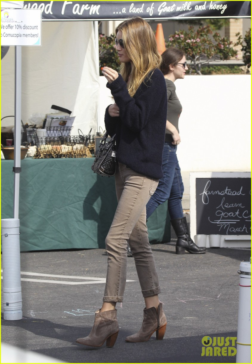 rosie huntington whiteley farmers market 01