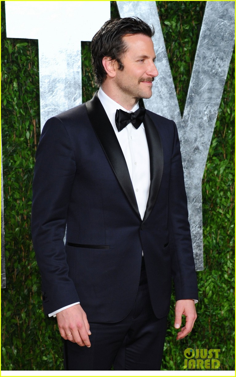 zoe saldana bradley cooper vanity fair party 152634009
