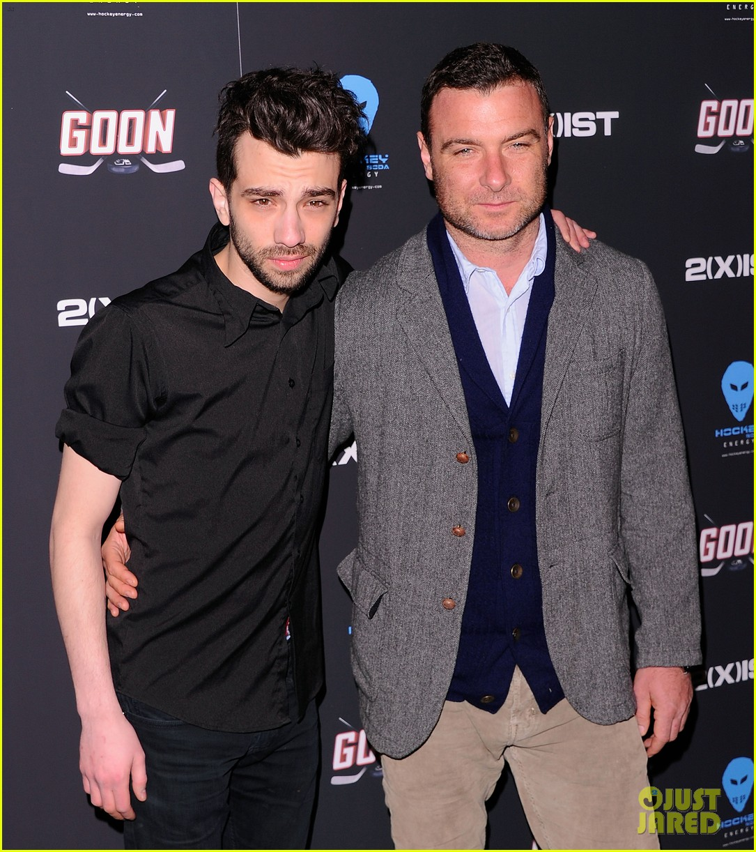 liev schreiber seann william scott goon new york premiere 092632483