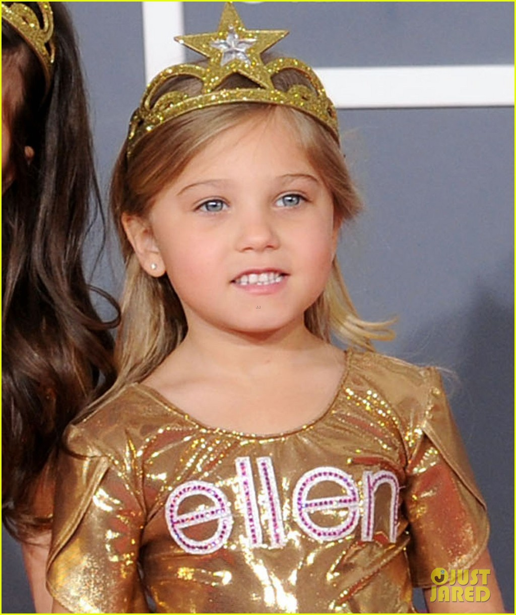 sophia grace rosie grammys 2012 red carpet 02