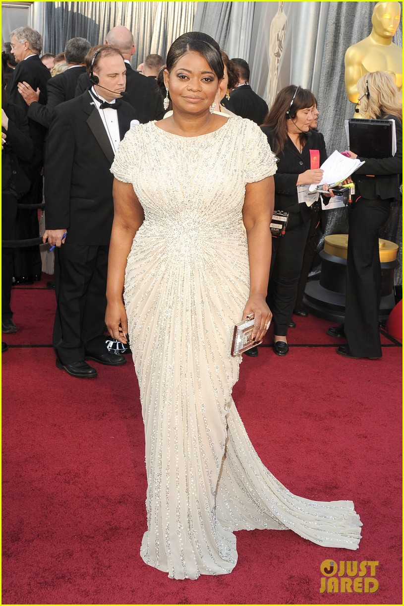 octavia spencer oscars 2012 red carpet 012633495