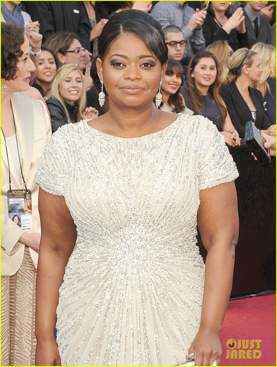 octavia spencer oscars 2012 red carpet 05