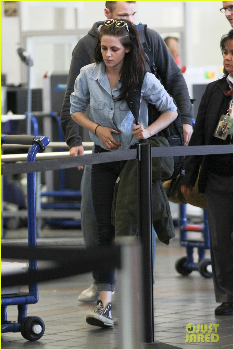 kristen stewart leaving lax 072634497
