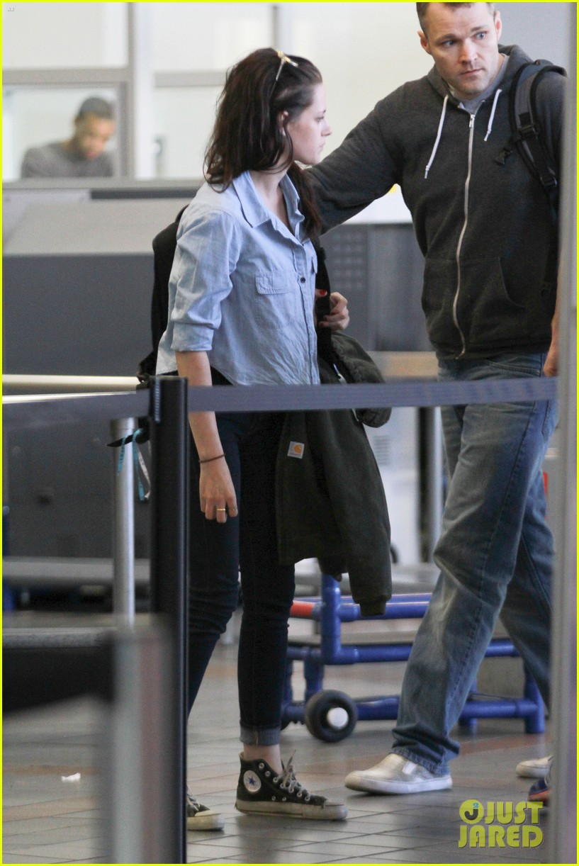 kristen stewart leaving lax 082634498