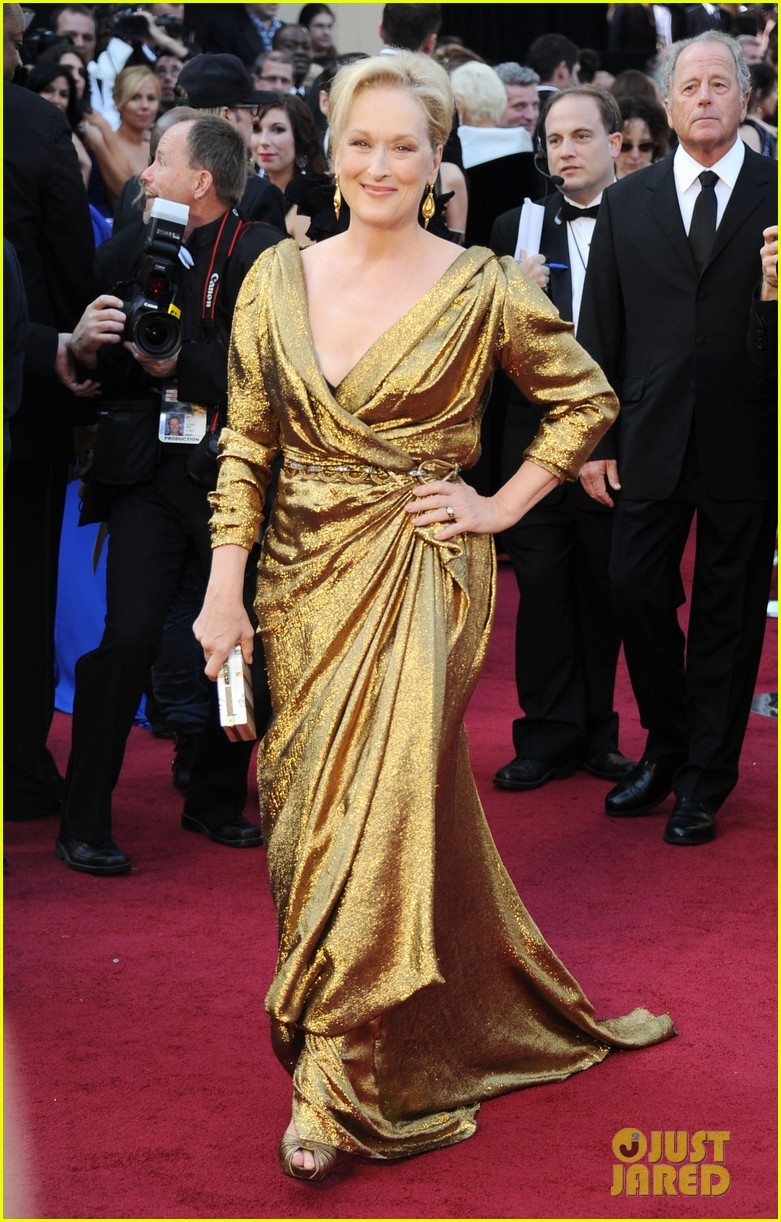 meryl streep oscars 2012 red carpet 032633538