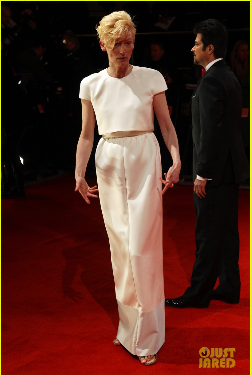 tom hiddleston tilda swinton 2012 baftas red carpet 122628015