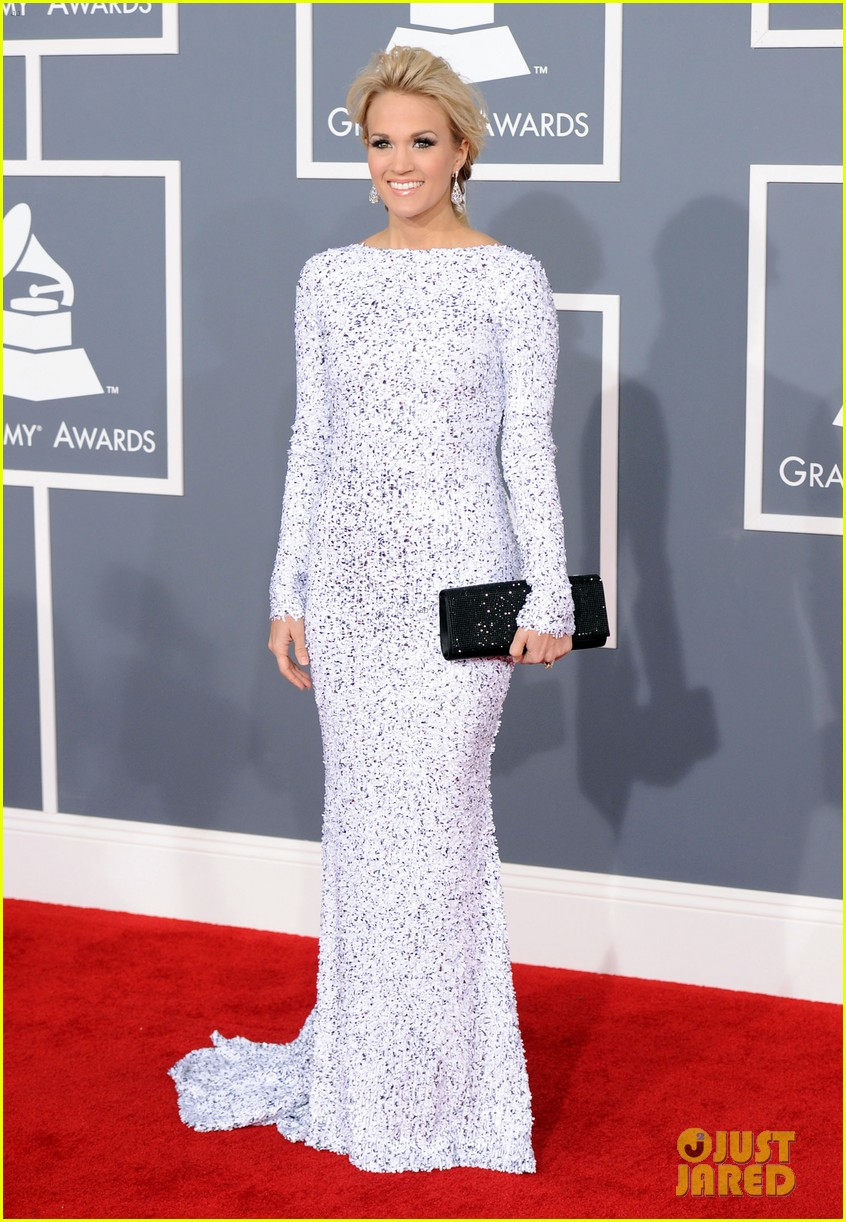 carrie underwood grammys 2012 red carpet 022628173
