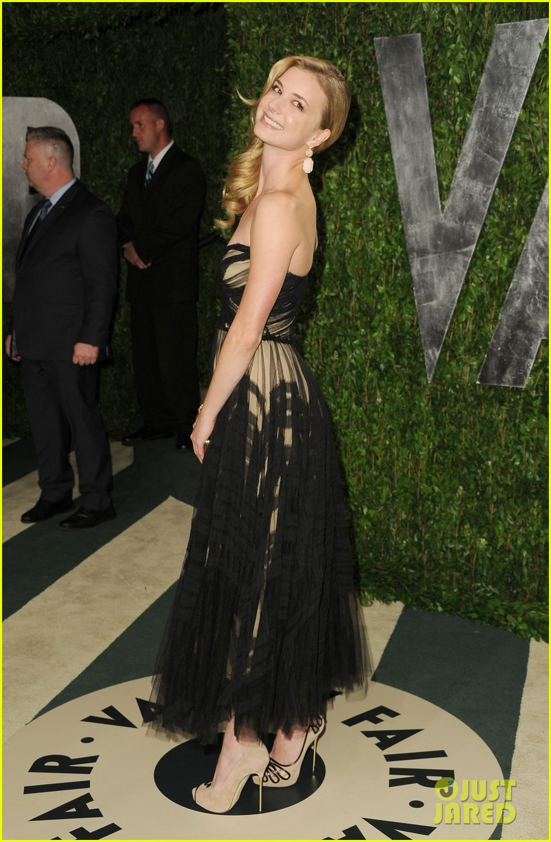 emily vancamp vanity fair party ashley madekwe 06