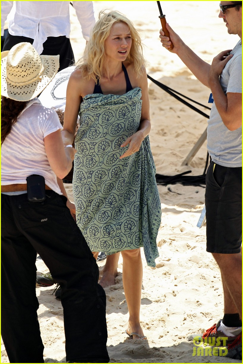 naomi watts beach filming 03
