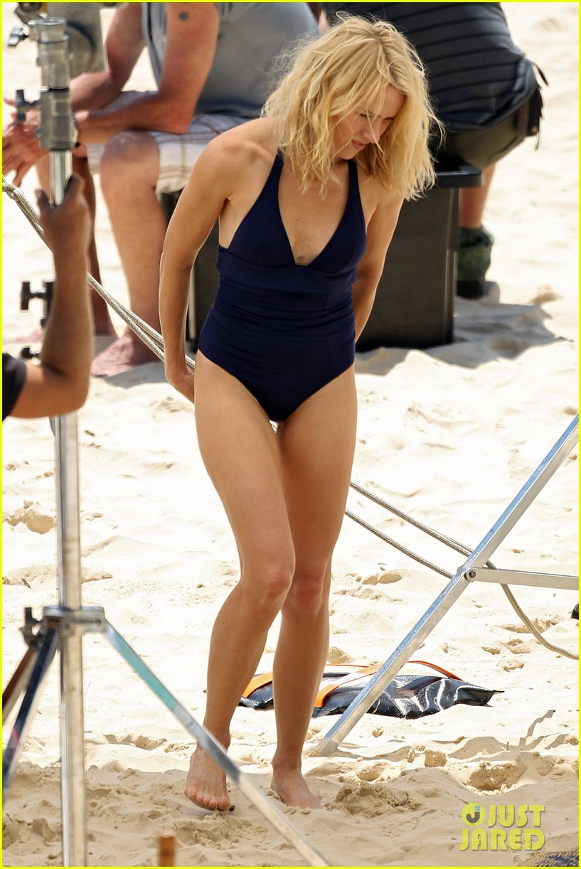 naomi watts beach filming 042627433