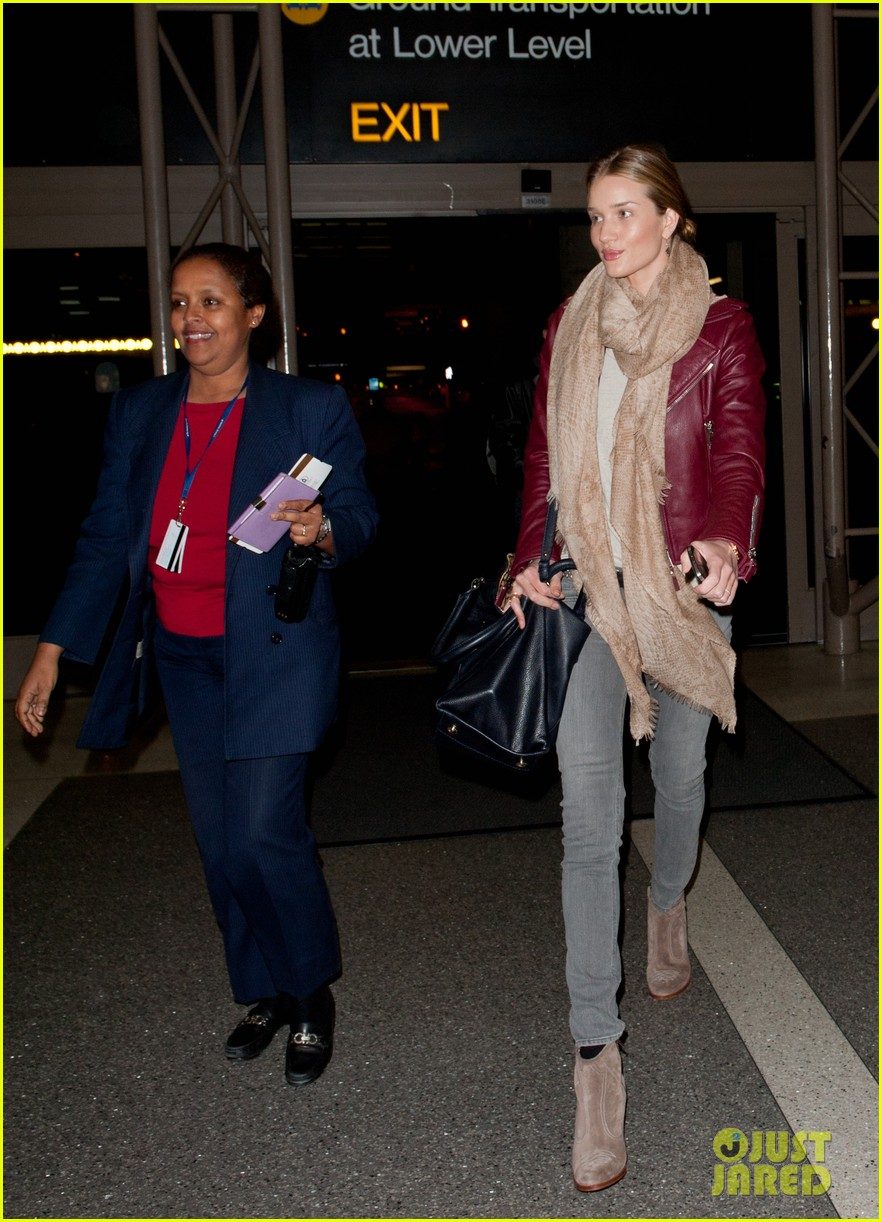 rosie huntington whiteley airport 02