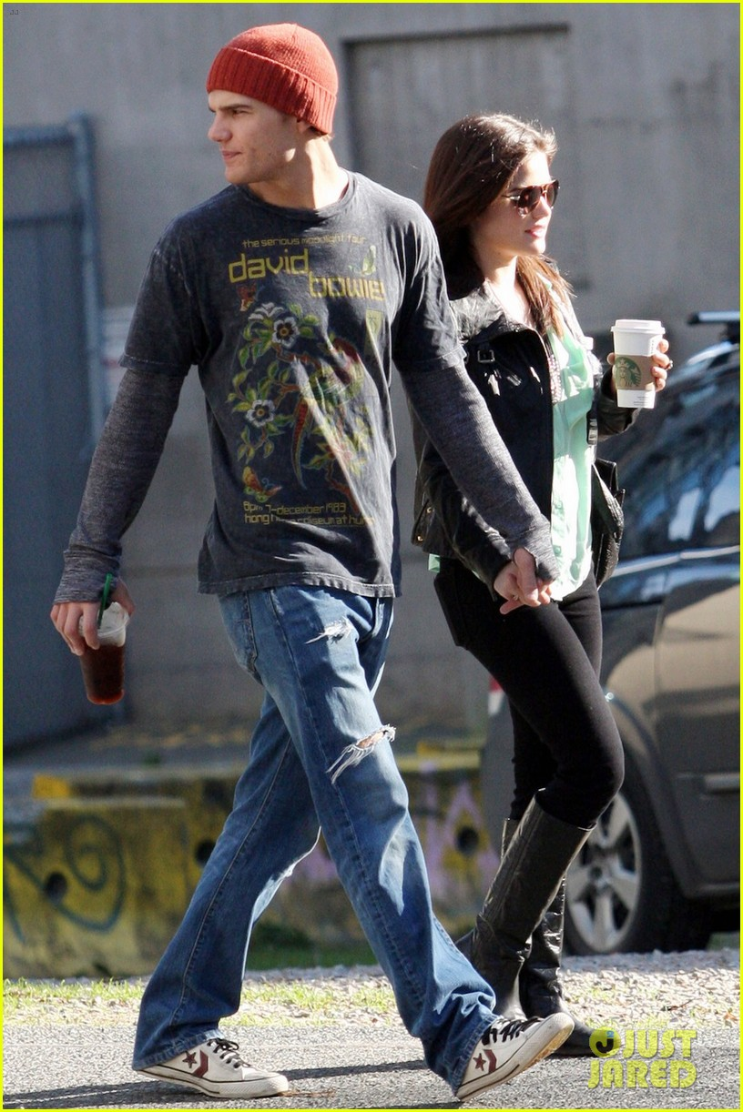 chris zylka lucy hale holding hands 03