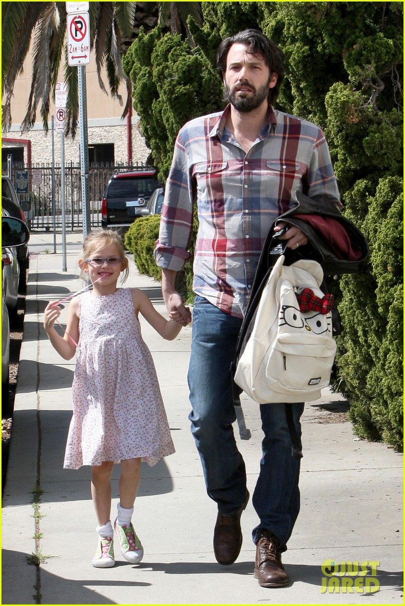 ben affleck brings violet to ballet class 01