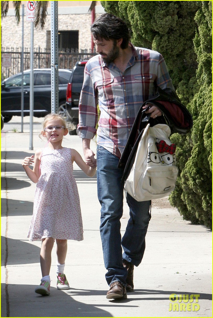 ben affleck brings violet to ballet class 14