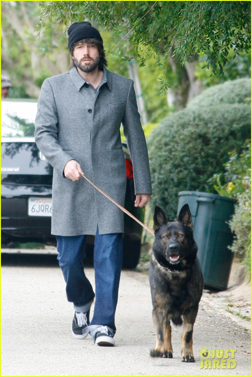 ben affleck dog walk 012636670