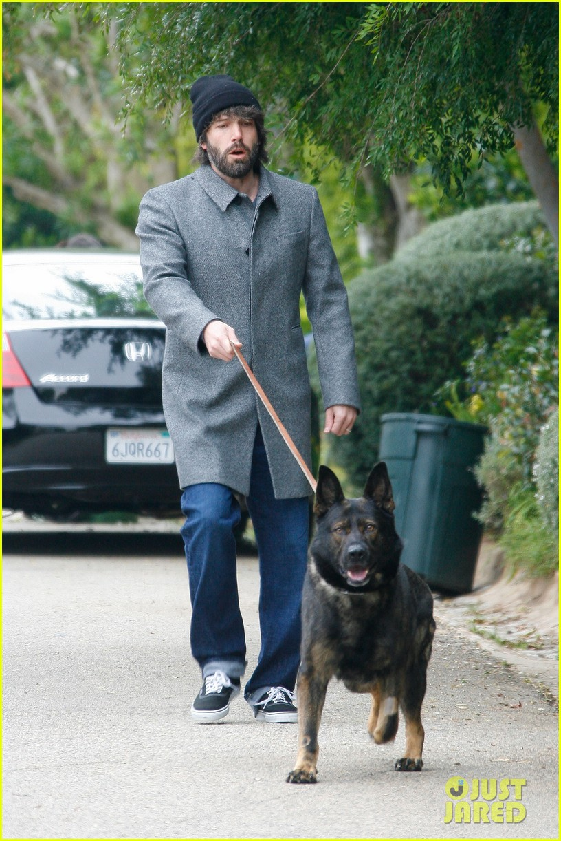 ben affleck dog walk 032636672