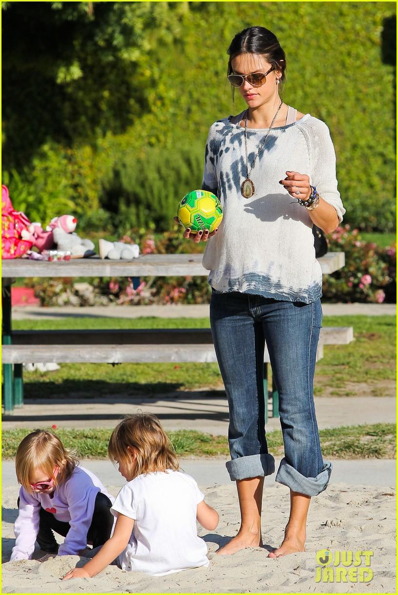 alessandra ambrosio anja park playtime 022635500
