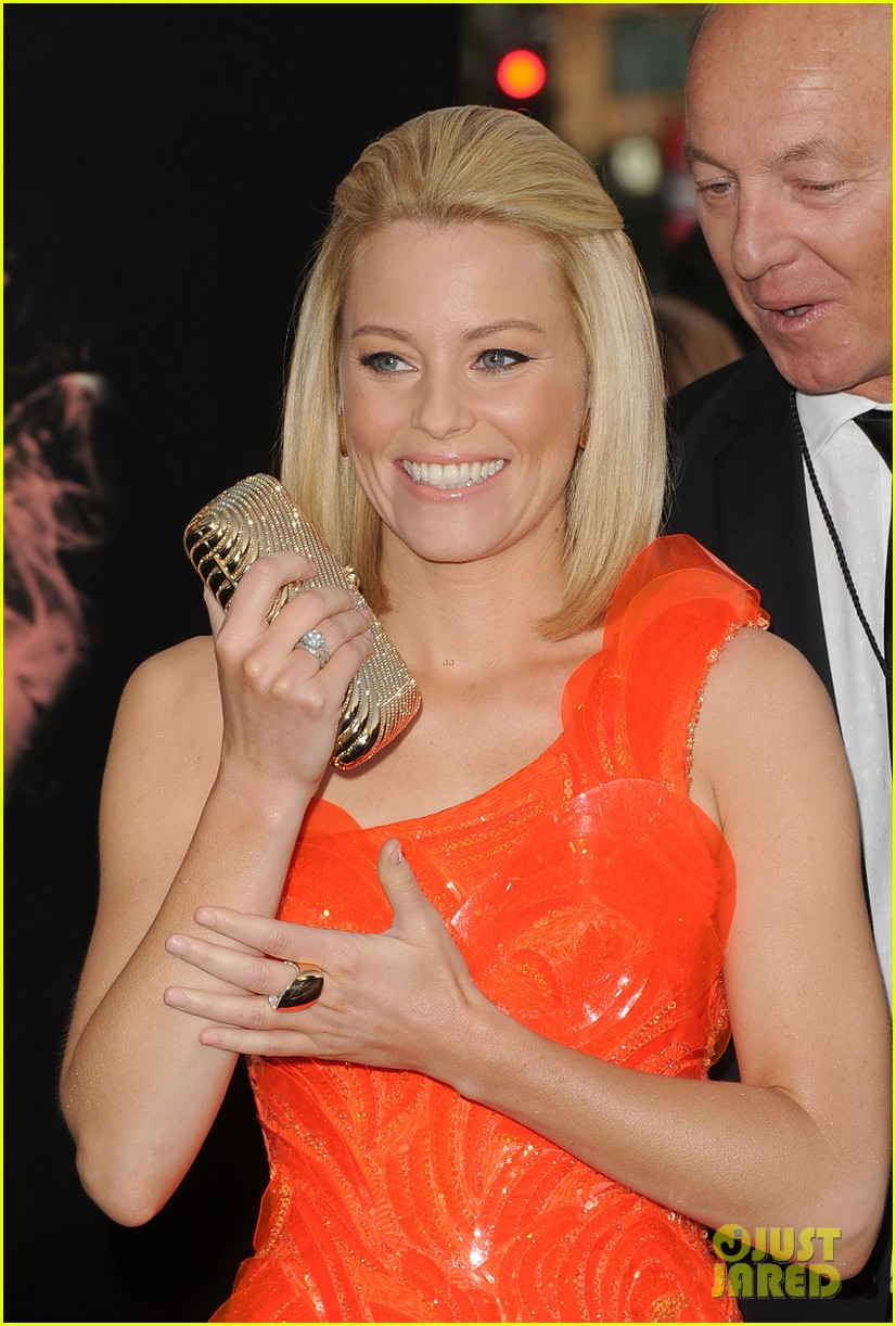 elizabeth banks wes bentley hunger games premiere 02