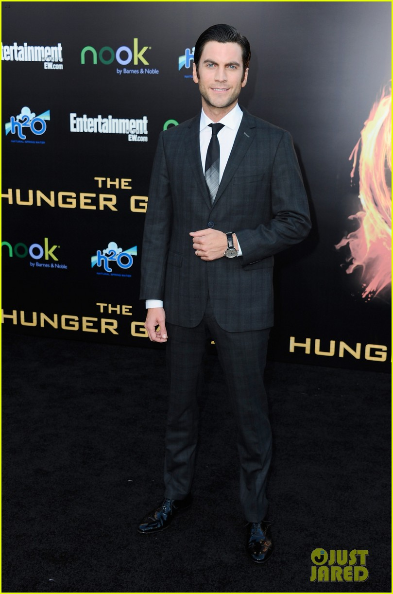 elizabeth banks wes bentley hunger games premiere 10