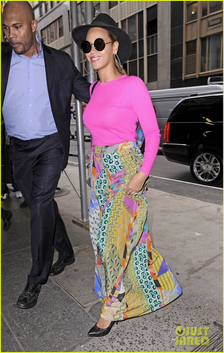 beyonce pink top skirt nyc 01