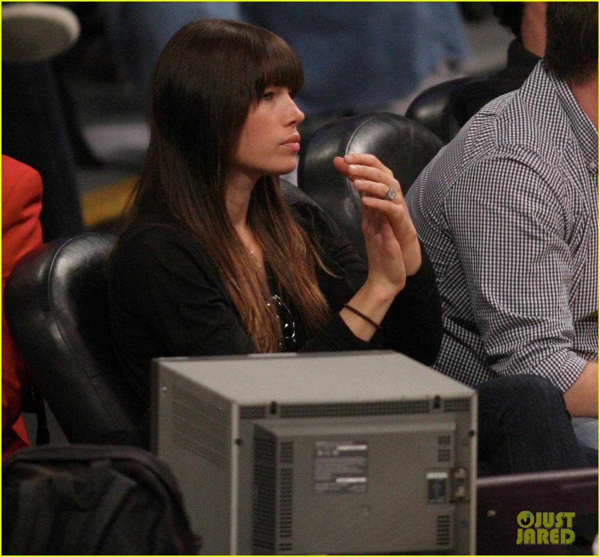 jessica biel engagement ring lakers game 022638280