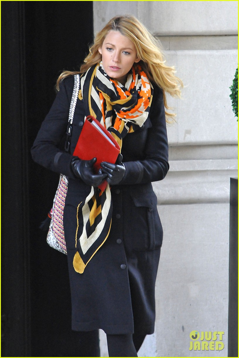 blake lively scarf gossip girl 022636256