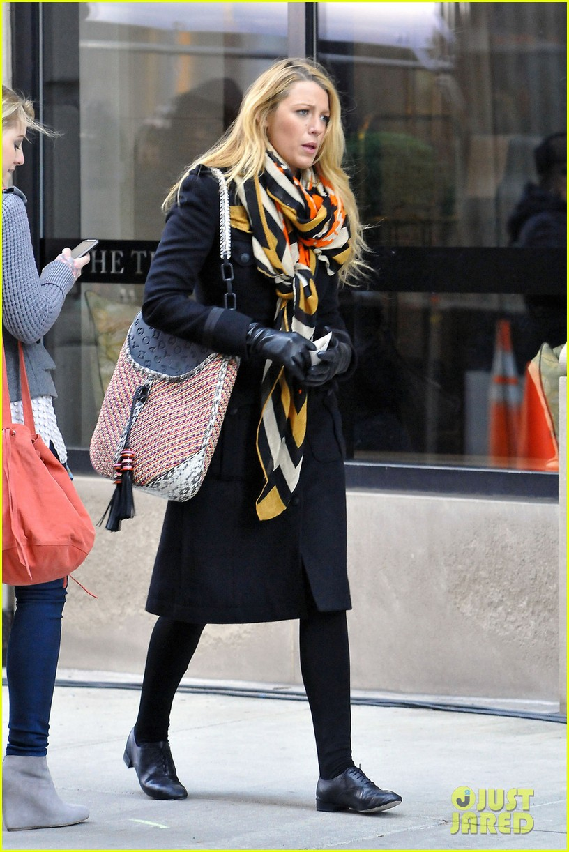 blake lively scarf gossip girl 05