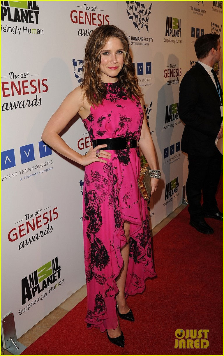 sophia bush kesha genesis awards 01