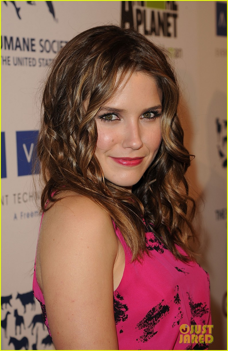 sophia bush kesha genesis awards 05