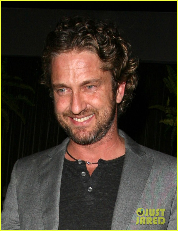 gerard butler nightclub smile 012643167