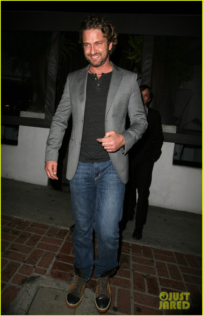 gerard butler nightclub smile 052643171