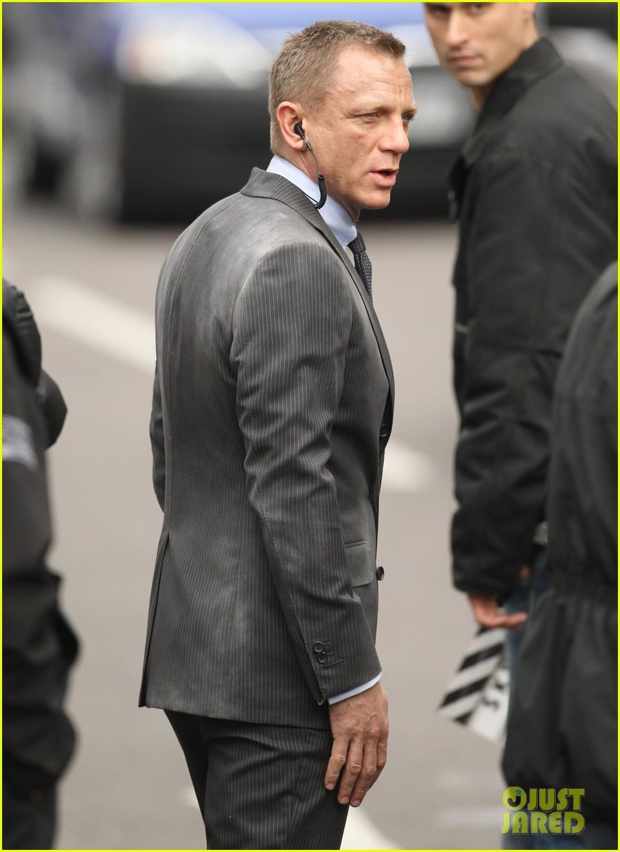 Daniel Craig Javier Bardem Skyfall Set Photo 2638036