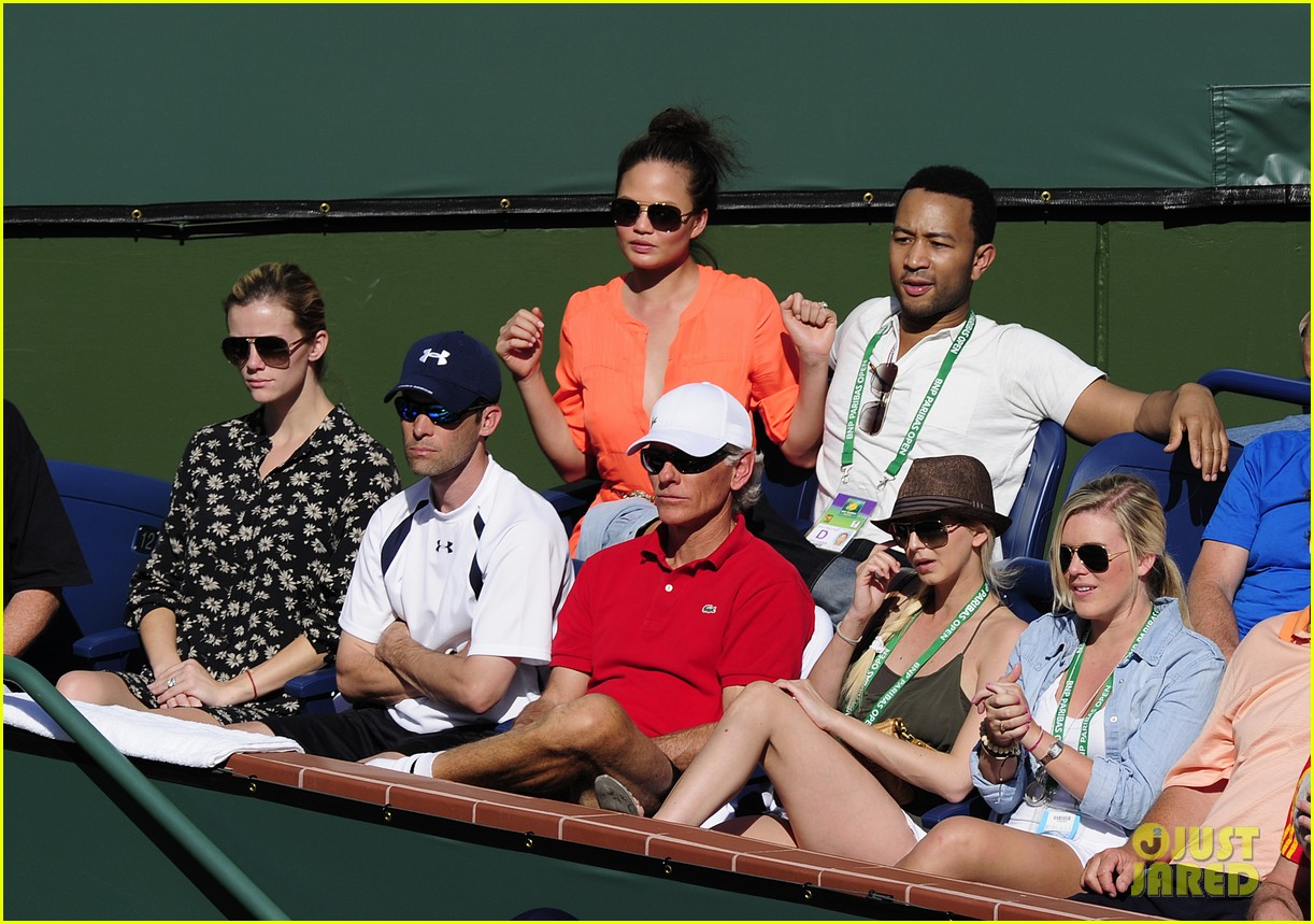 brooklyn decker watching andy roddick tennis match 05