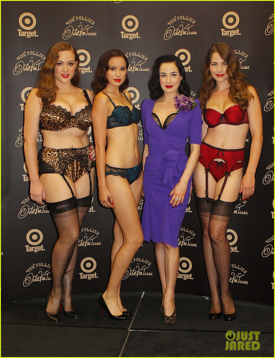 dita von teese von follies photo call 02