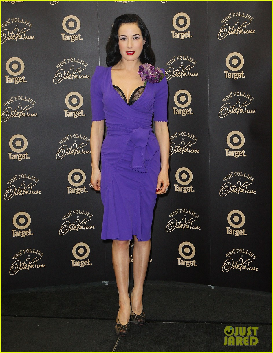 dita von teese von follies photo call 062637244