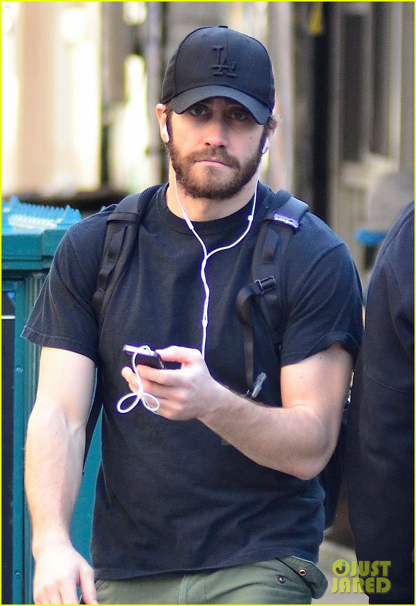 jake gyllenhaal downtown 03